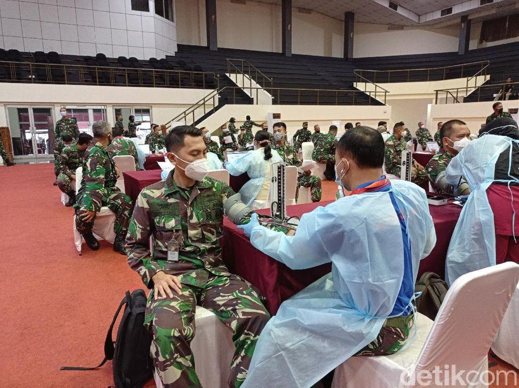 Ribuan Prajurit di Mabes TNI Divaksinasi COVID-19, Begini Suasananya