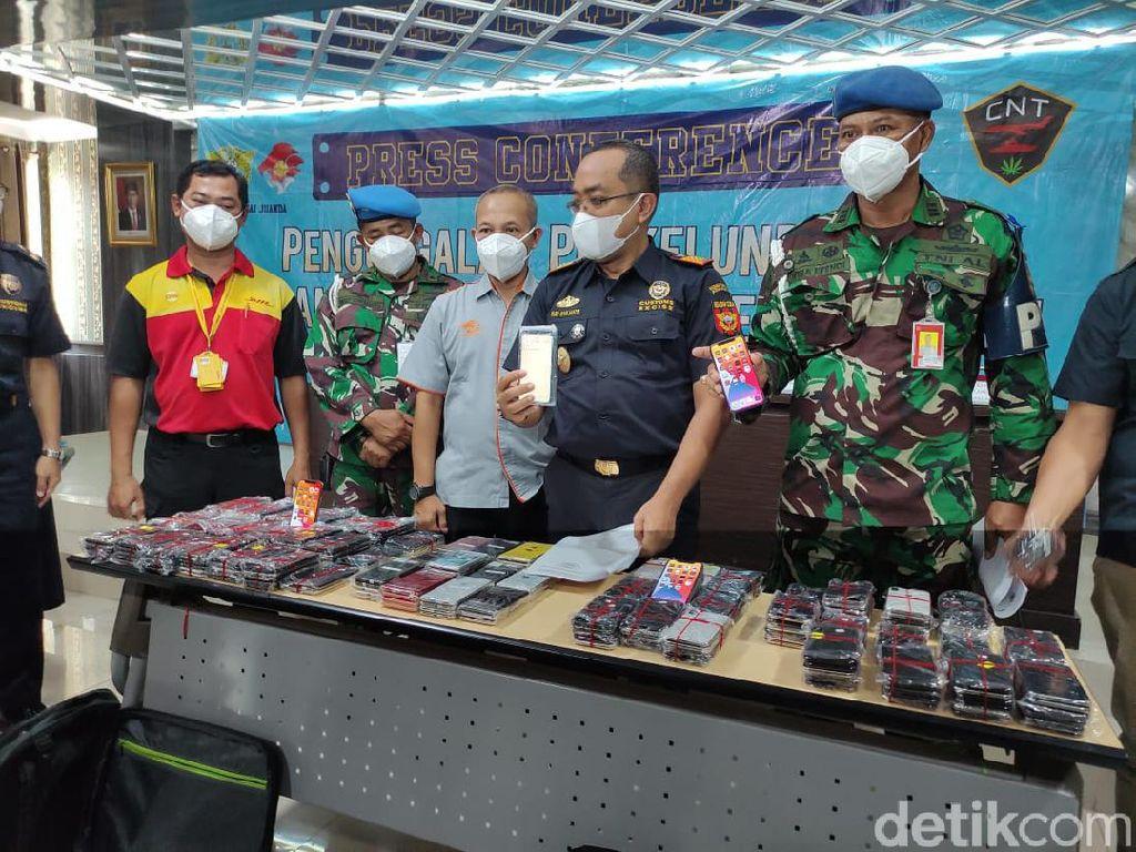 267 iPhone Ilegal dari Batam Senilai Rp 1,5 Miliar Gagal Masuk Surabaya