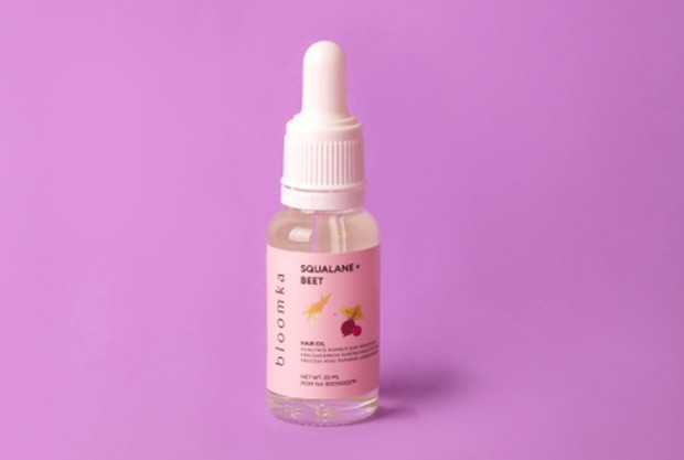 Produk ini memiliki kandungan squalane dan beet extract yang berperan dalam memperbaiki dan menutrisi batang rambut.