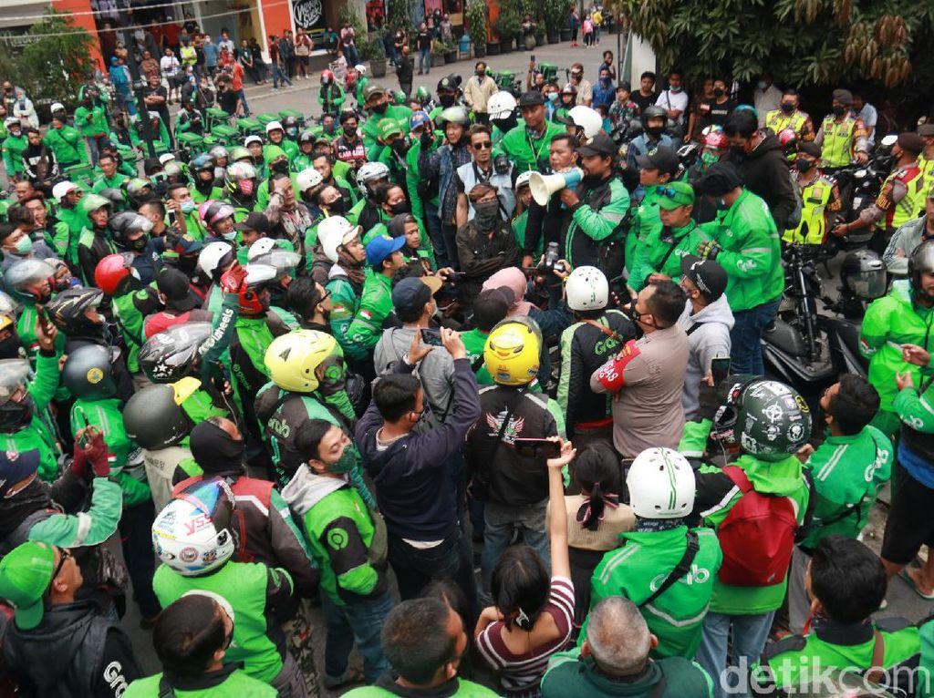 Versi Driver Ojol-Satpol PP Bandung soal Keributan Dipicu Pencuri Celana
