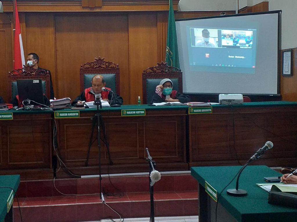 Pembobol Data Pribadi Denny Siregar Divonis 8 Bulan Penjara