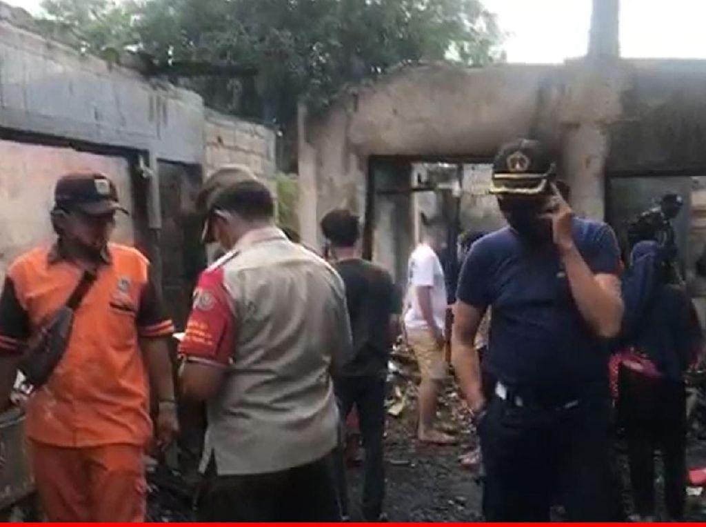 Bantuan Pakaian-Makanan Disalurkan ke Pengungsi Kebakaran Cakung