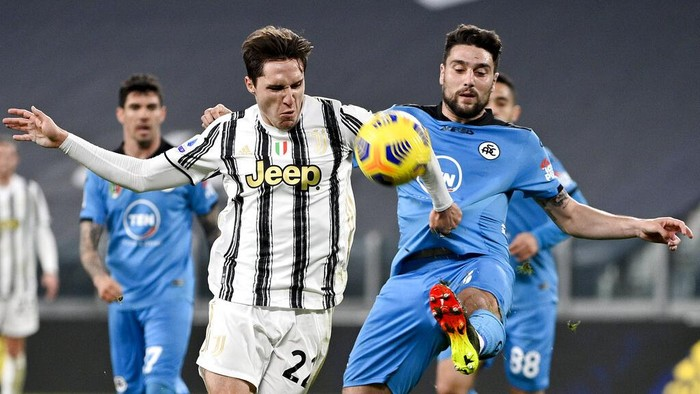 Spezias Riccardo Marchizza, right, and Juventus Federico Chiesa battle for the ball during the Italian Serie A soccer match between Juventus and Spezia at the Allianz Stadium in Torino, Italy, Tuesday, March 2, 2021. (Marco Alpozzi/LaPresse via AP)
