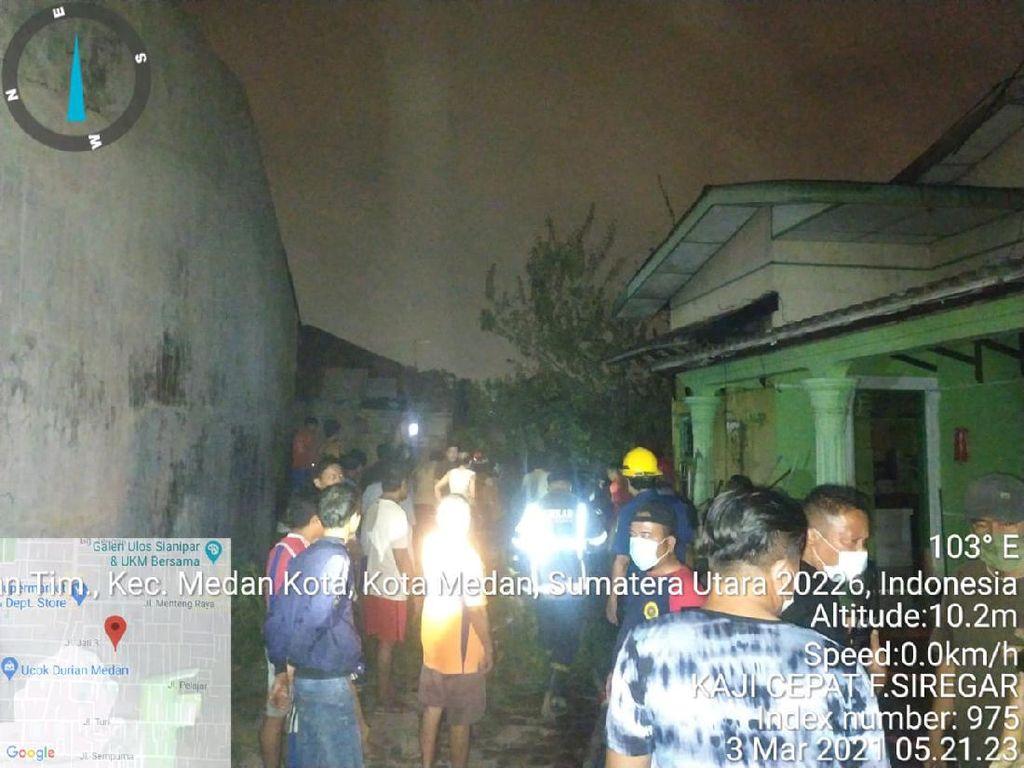 Kebakaran 2 Rumah Semipermanen di Medan Sumut, 1 Orang Tewas Terbakar