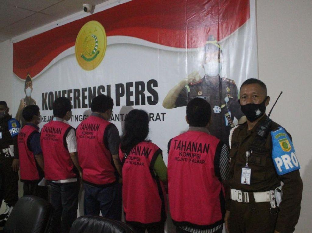 Kejati Kalbar Tahan 5 Tersangka Korupsi Penanaman Kelapa Sawit di PTPN XIII