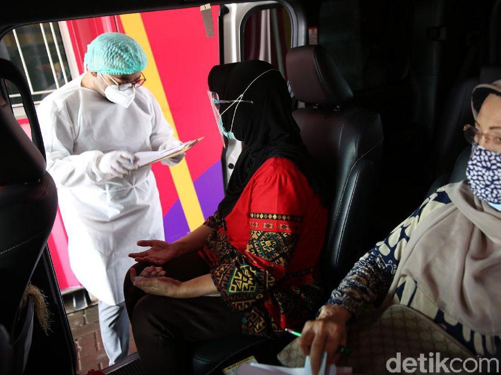 Layanan Vaksinasi COVID-19 Drive Thru untuk Lansia Resmi Beroperasi
