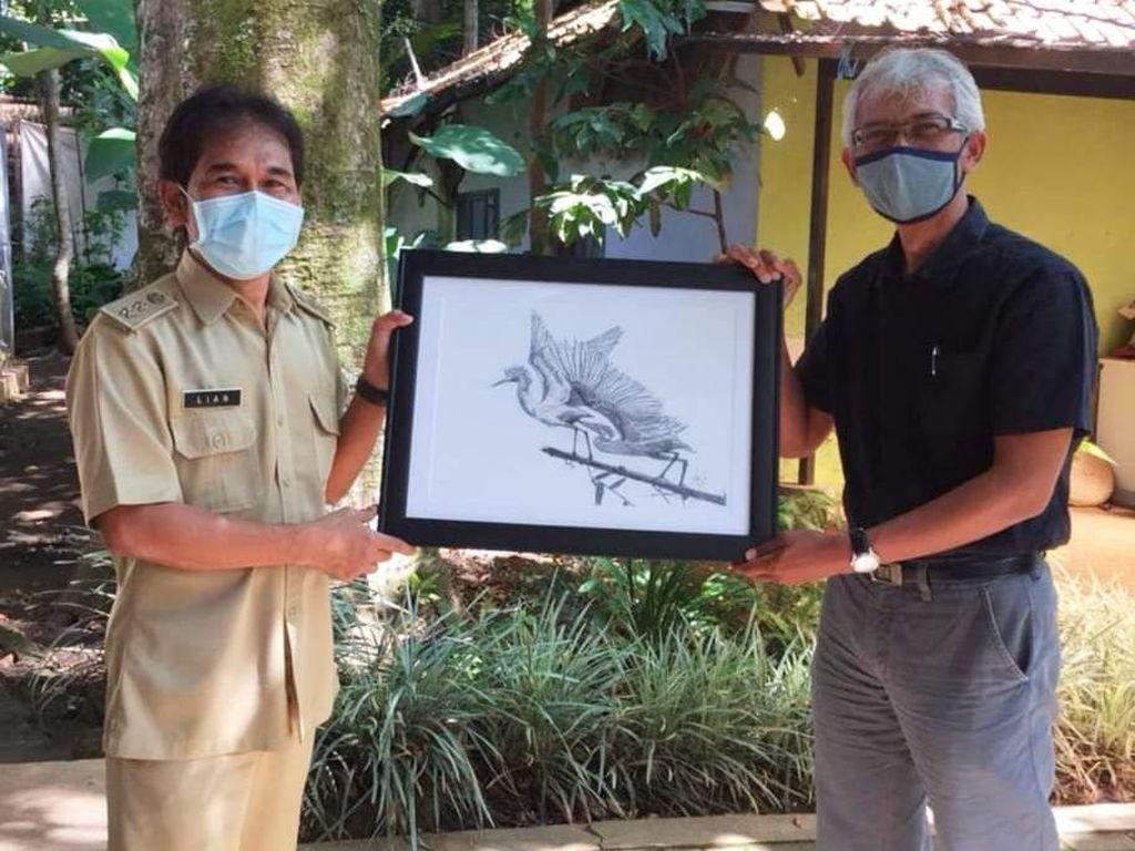 Lianda Lubis Lelang Lukisan untuk Selamatkan Burung Blekok di Bandung