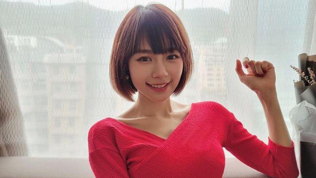 7 Foto Penyanyi Malaysia yang Viral karena Ekspos Tubuh Seksi Saat Yoga