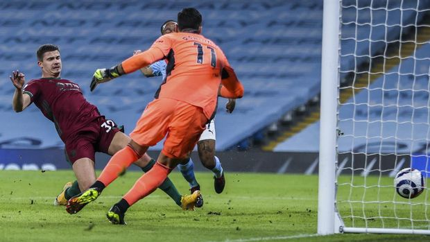 Wolverhampton Wanderers' goalkeeper Rui Patricio fails to stop the opening goal during the English Premier League soccer match between Manchester City and Wolves at the Etihad Stadium in Manchester, England, Tuesday, March 2, 2021. (Clive Brunskill/Pool via AP)