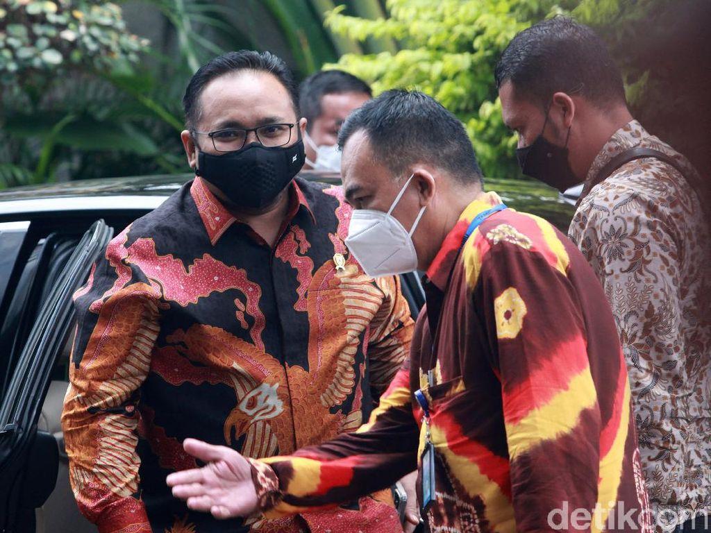 Menag Yaqut Kutuk Aksi Pengeboman di Gereja Katedral Makassar