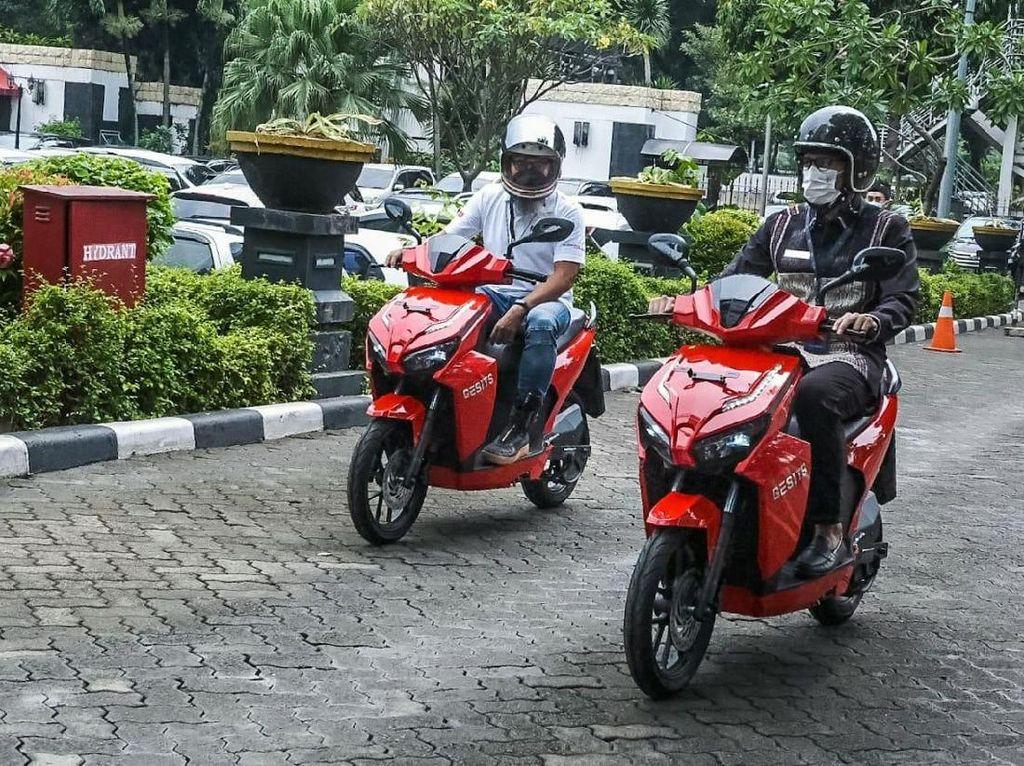 Jajal Motor Listrik Gesits, Sandiaga Uno Dukung Pariwisata Otomotif