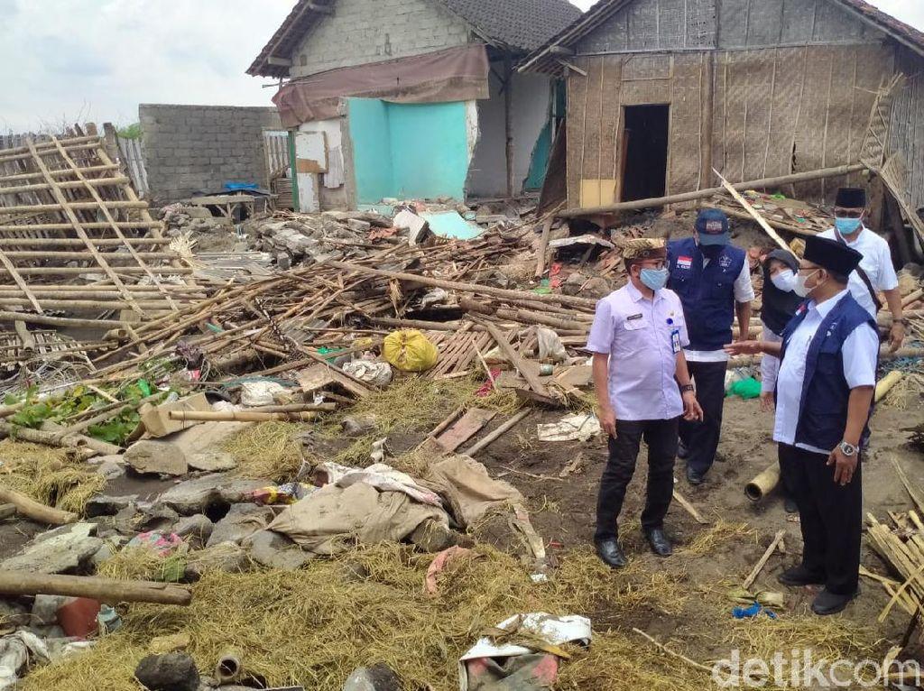 Wabup Sugirah Tinjau Warga Terdampak Banjir di Wongsorejo Banyuwangi