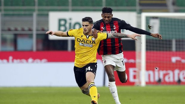 Udinese defender Kevin Bonifazi (14) dribbles the ball ahead of AC Milan forward Rafael Leao (17)during the Serie A soccer match between AC Milan and Udinese at the San Siro stadium, in Milan, Italy, Wednesday, March 3, 2021. (AP Photo/Antonio Calanni)