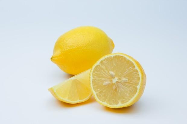 Diet lemon menjadi populer di kalangan masyarakat sejak dulu hingga sekarang. Diet limun, yang juga dikenal sebagai Master Cleanse ini dibuat oleh penggemar kesehatan alternatif Burroughs Stanley. Diet ini diklaim sebagai proses detoxifikasi yang membersihan dan menghilangkan semua racun dari tubuh.