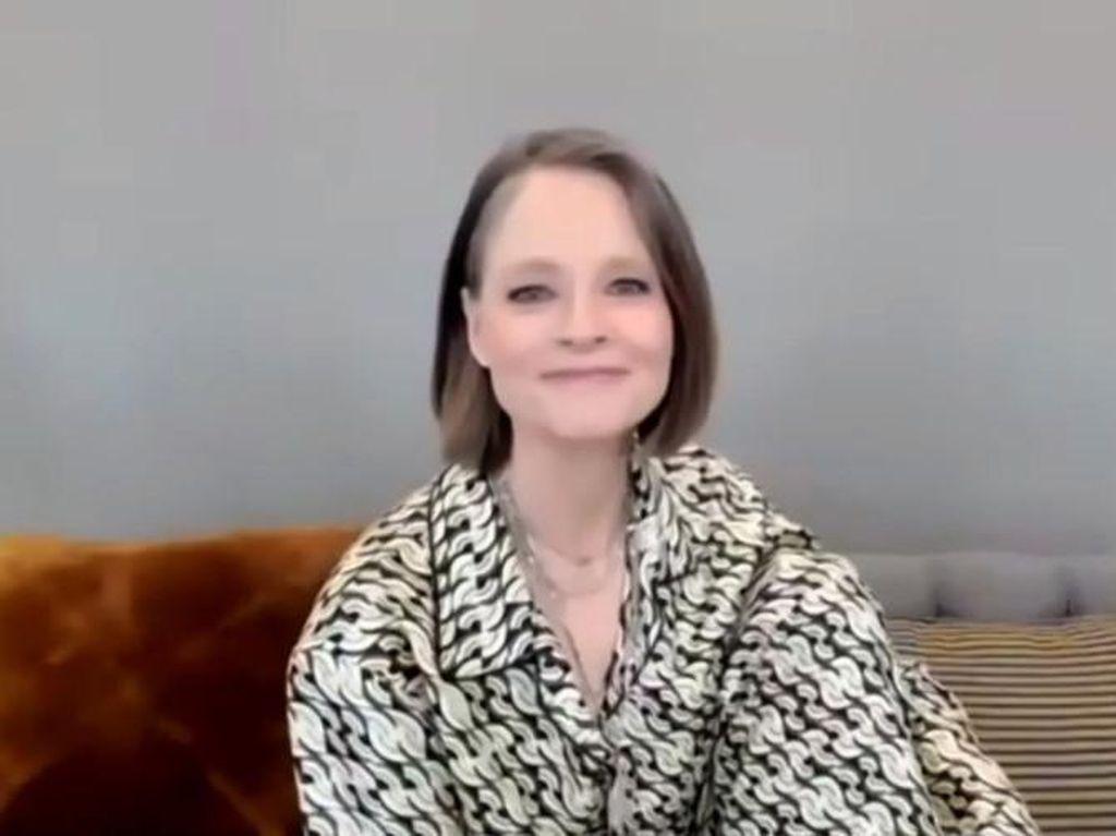 Menang Golden Globe, Jodie Foster Ucap Terima Kasih dan Cium Istri