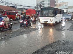Lewati Jl Raya Industri di Kabupaten Bekasi Serasa Offroad