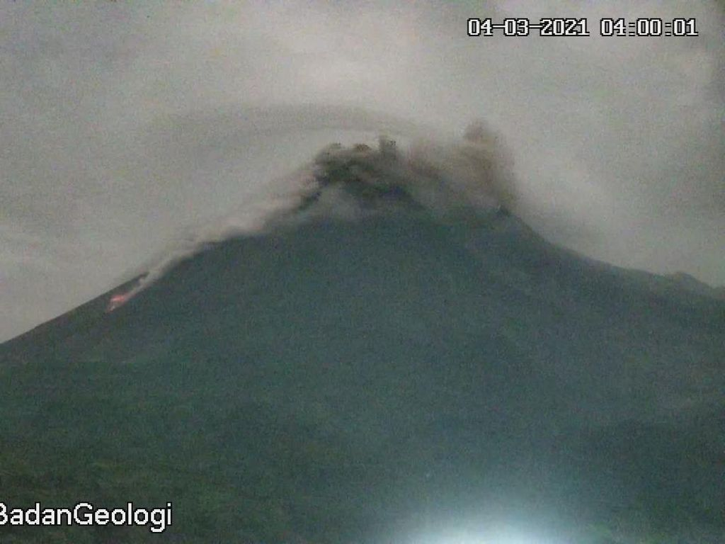 Gunung Merapi Luncurkan Puluhan Kali Guguran Lava Pijar