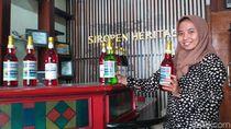 Pabrik Sirup Warisan Belanda di Surabaya Masih Berproduksi Secara Manual
