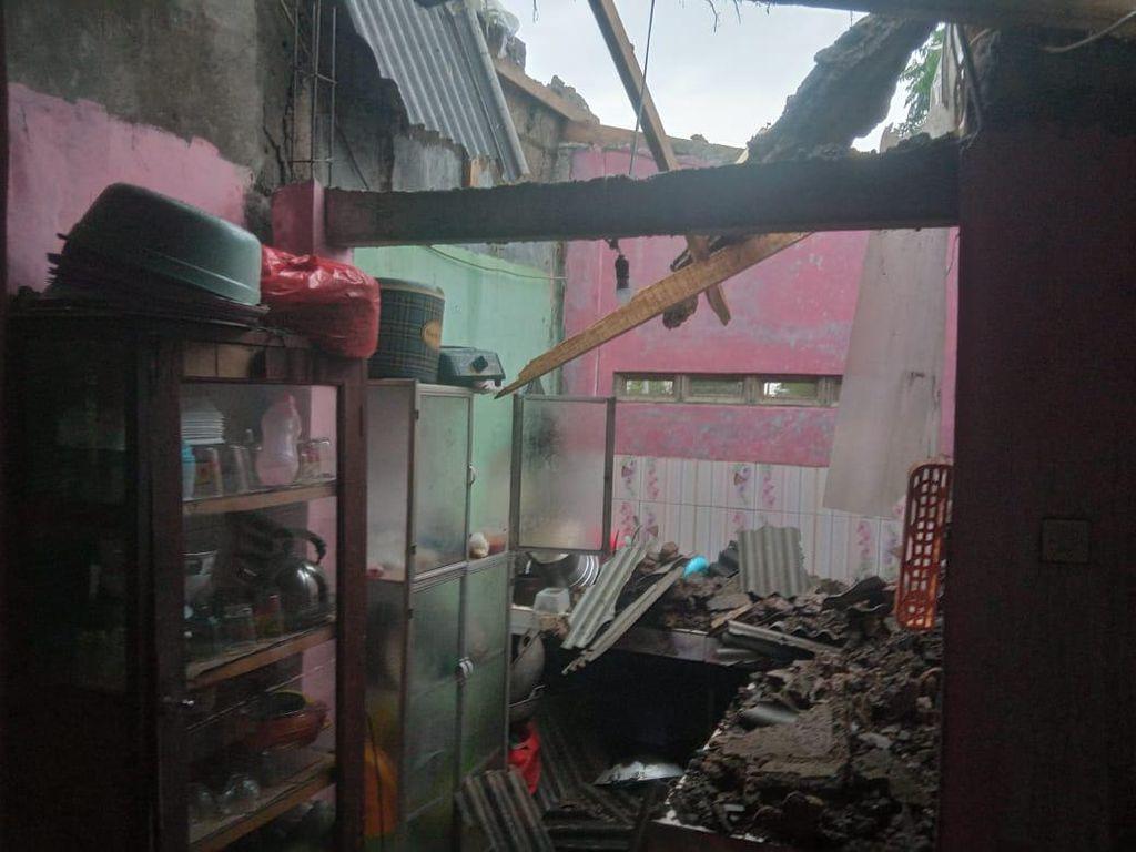 Puting Beliung Terjang Dua Kecamatan di Bogor, 88 Rumah Warga Rusak