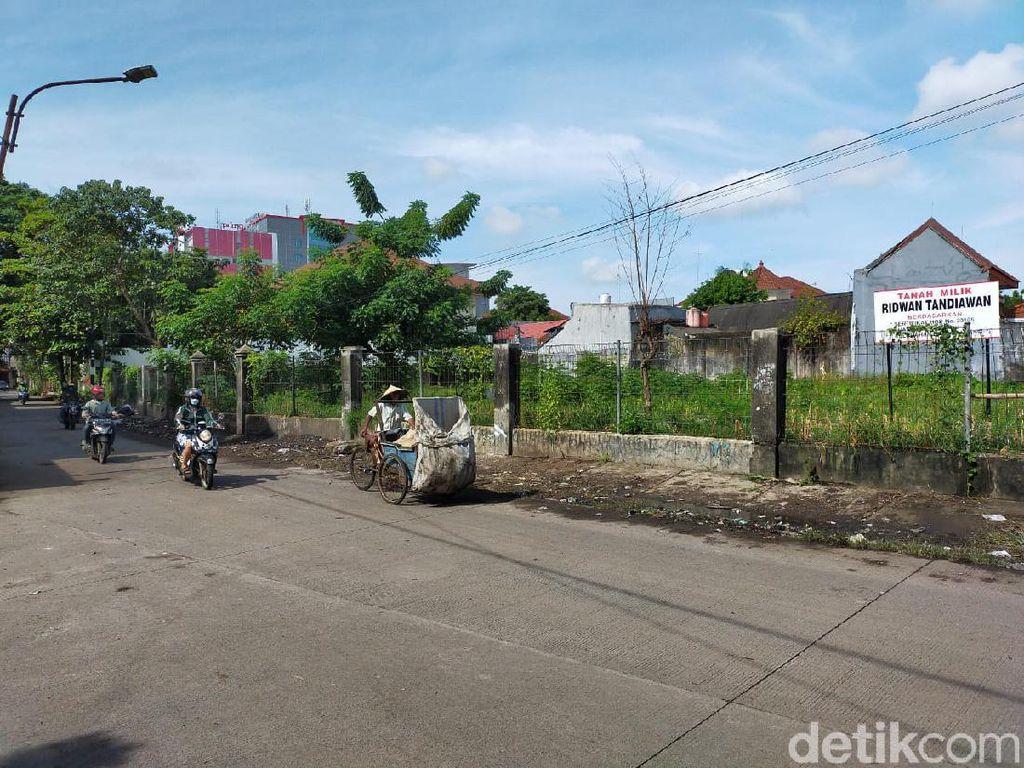 Jalan Nikel Raya Makassar Dibersihkan, 6 Truk Sampah Diangkut