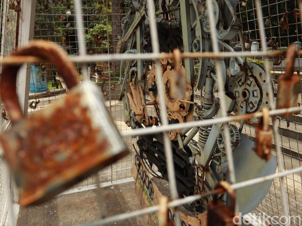 Setahun Corona di Bandung, Dilihat dari Taman Balai Kota