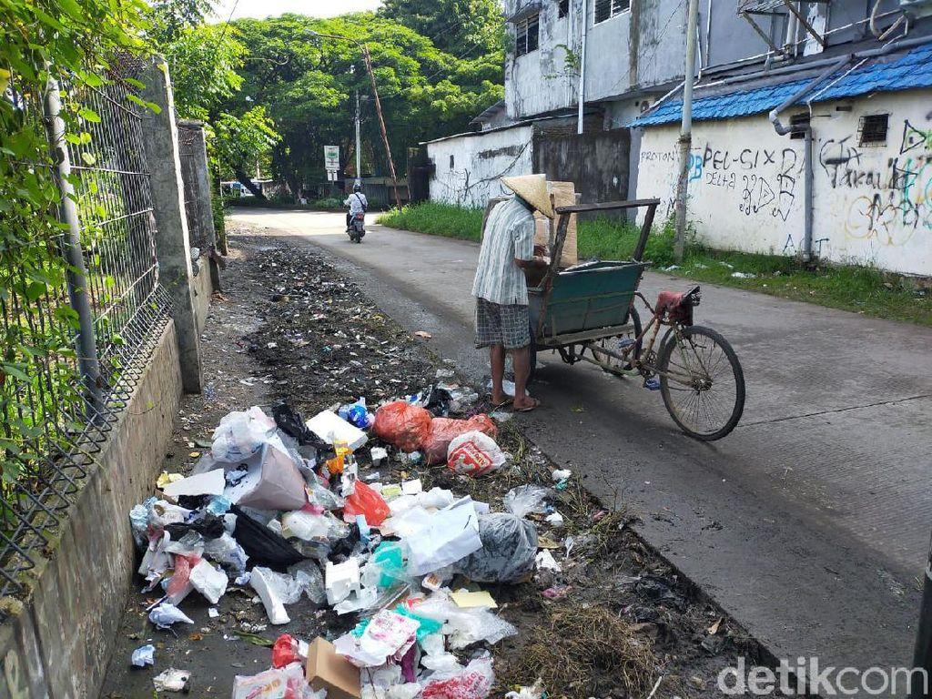 Baru Dibersihkan, Jalan Nikel Raya Makassar Kembali Dikotori Sampah Warga