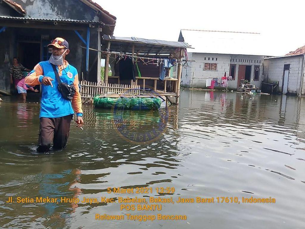 Desa Urip Jaya di Bekasi Sebulan Terendam Banjir, Warga Mulai Terkena Penyakit