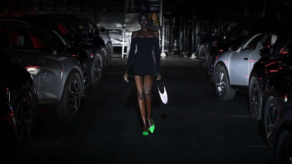 10 Foto Show Drive-In di Paris Fashion Week, Digelar Unik Efek Pandemi