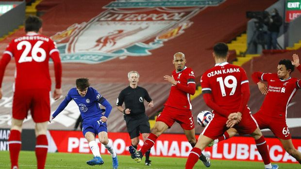 Chelsea's Mason Mount, second from left, scores his side's opening goal during the English Premier League soccer match between Liverpool and Chelsea at Anfield stadium in Liverpool, England, Thursday, March 4, 2021. (Phil Noble, Pool via AP)