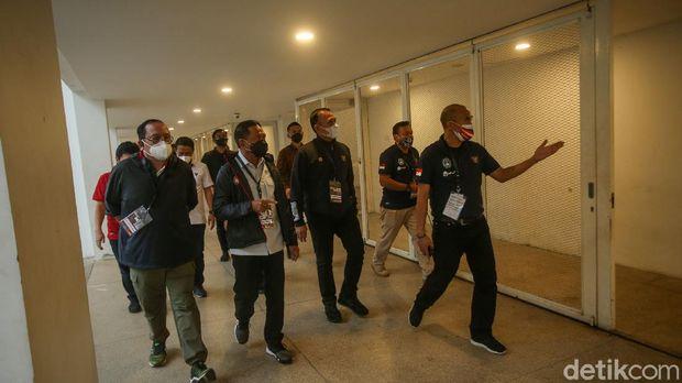 Menteri Pemuda dan Olahraga (Menpora), Zainudin Amali meninjau persiapan laga timnas U-23 vs Tira Persikabo di Stadion Madya, Jakarta.