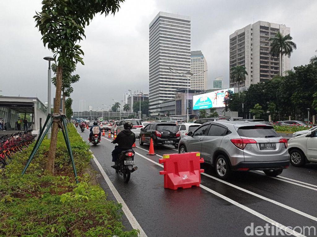 Penampakan Para Pemotor Terobos Jalur Sepeda di Sudirman!