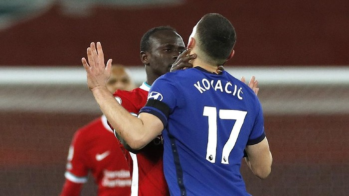 LIVERPOOL, ENGLAND - MARCH 04: Sadio Mane of Liverpool confronts Mateo Kovacic of Chelsea during the Premier League match between Liverpool and Chelsea at Anfield on March 04, 2021 in Liverpool, England. Sporting stadiums around the UK remain under strict restrictions due to the Coronavirus Pandemic as Government social distancing laws prohibit fans inside venues resulting in games being played behind closed doors. (Photo by Phil Noble - Pool/Getty Images)