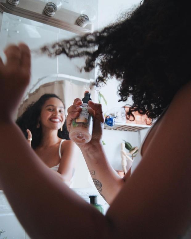 Tambahkan nutrisi pada rambut agar tidak kering