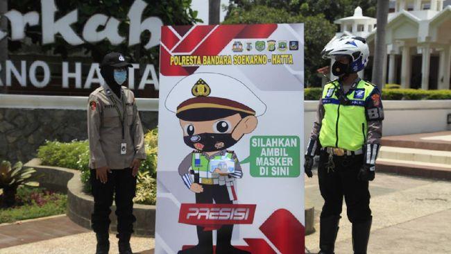 Cegah COVID-19, Polisi Sediakan 'ATM Masker' di Bandara Soekarno-Hatta