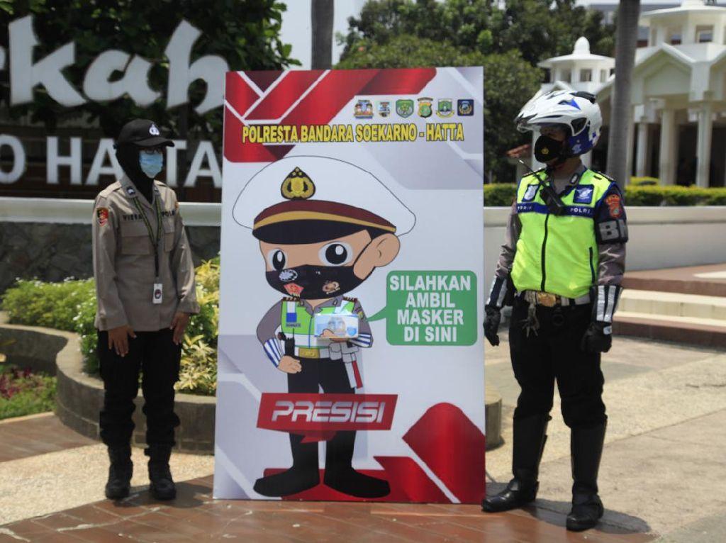 Cegah COVID-19, Polisi Sediakan ATM Masker di Bandara Soekarno-Hatta