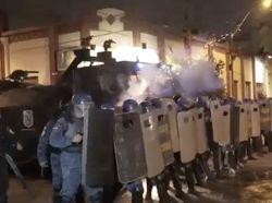 Marah Atas Penanganan Pandemi, Demonstran Bentrok dengan Polisi Paraguay