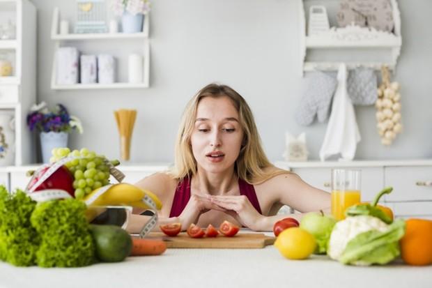 Diet paleo adalah salah satu diet yang menganjurkan makan-makanan utuh seperti, buah-buahan, sayuran, daging tanpa lemak, kacang-kacangan dan biji-bijian