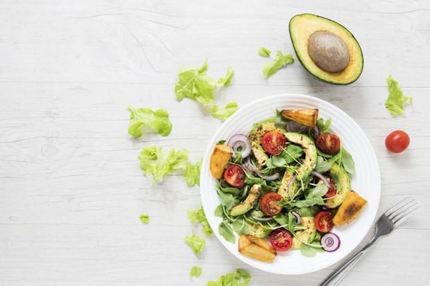 Diet plant based atau diet nabati merupakan pola makan yang hanya mengonsumsi sebagian besar dengan sayuran.