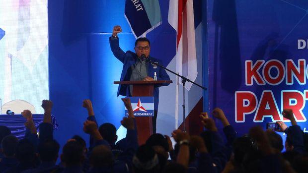 Moeldoko hadir di lokasi Kongres Luar Biasa (KLB) Partai Demokrat di The Hill Hotel Sibolangit, Deli Serdang, Sumatera Utara, Jumat (5/3/2021).  Berdasarkan hasil KLB, Moeldoko terpilih menjadi Ketua Umum Partai Demokrat periode 2021-2025. ANTARA FOTO/Endi Ahmad