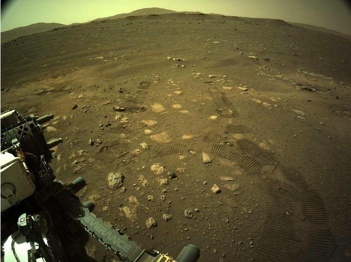 Rover Perseverance mulai bergerak berjalan menyusuri permukaan Mars. Tujuannya untuk mencari bukti kehidupan di planet ini.