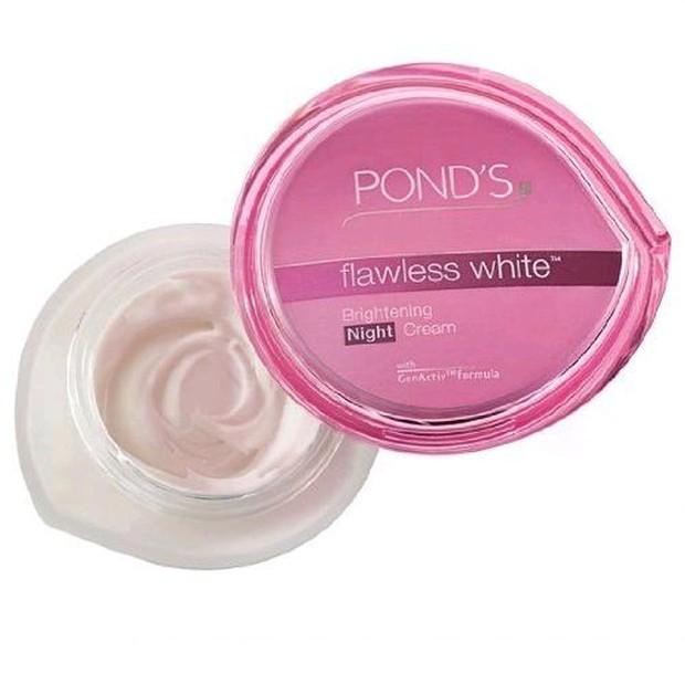 Ponds Flawless White Night Cream membuat kulit cerah dan tampak segar/bukalapak.com