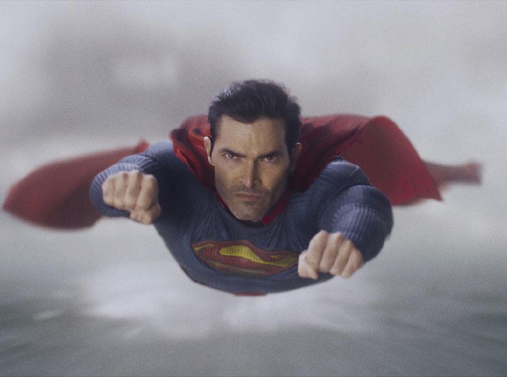 Christian Bale Sulit Buang Air Kecil Jadi Batman, Kalau Superman Gimana?