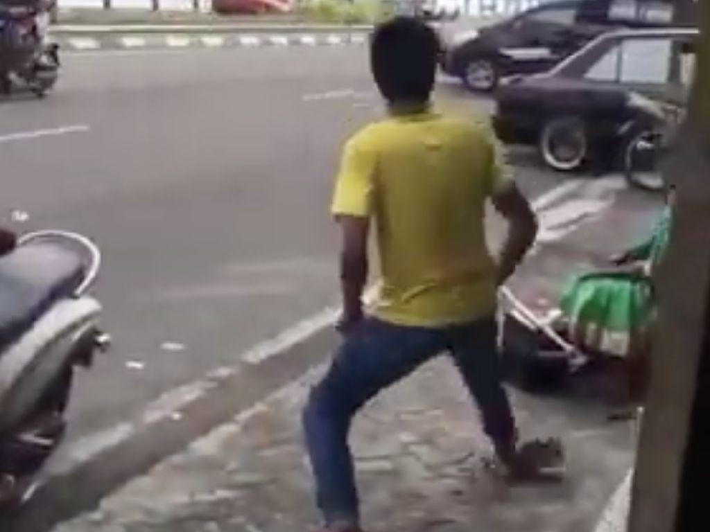 Viral, Pria di Ternate Tendang Kakek Tukang Sol dengan Gaya Kungfu!