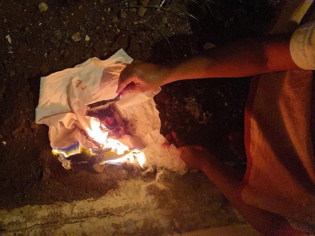 Jenglot dari Gabus Temuan di Makam Keramat Kudus Akhirnya Dibakar