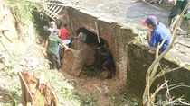 Tebing 4 Meter Longsor Jebol Rumah Warga di Tulungagung