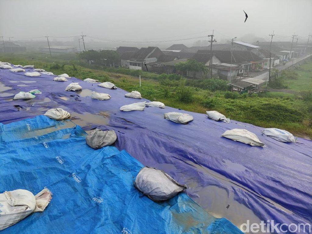 Tanggul Penahan Lumpur Sidoarjo Ditutup Terpal, Warga Cemas Ambles