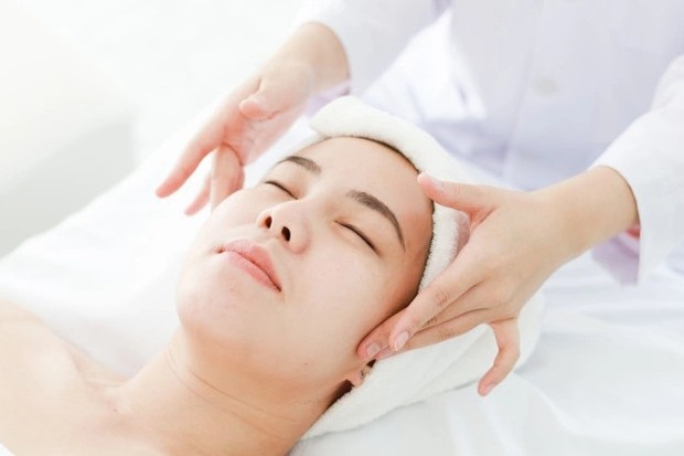 Memijat wajah membuat sirkulasi darah lebih lancar di area wajah/freepik.com