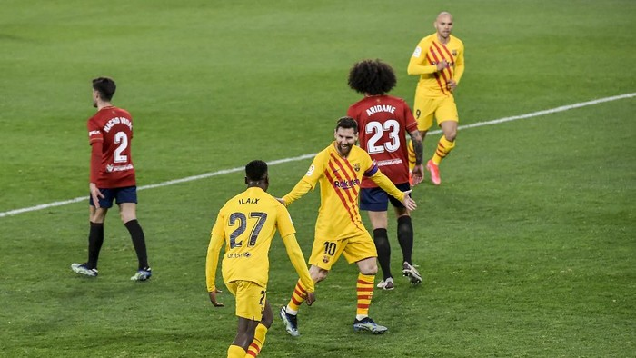 Barcelonas Moriba Kourouma Kourouma, celebrates with his teammates after scoring his sides second goal during the Spanish La Liga soccer match between Osasuna and FC Barcelona at El Sadar stadium in Pamplona, Spain, Saturday, March 6, 2021. (AP Photo/Alvaro Barrientos)