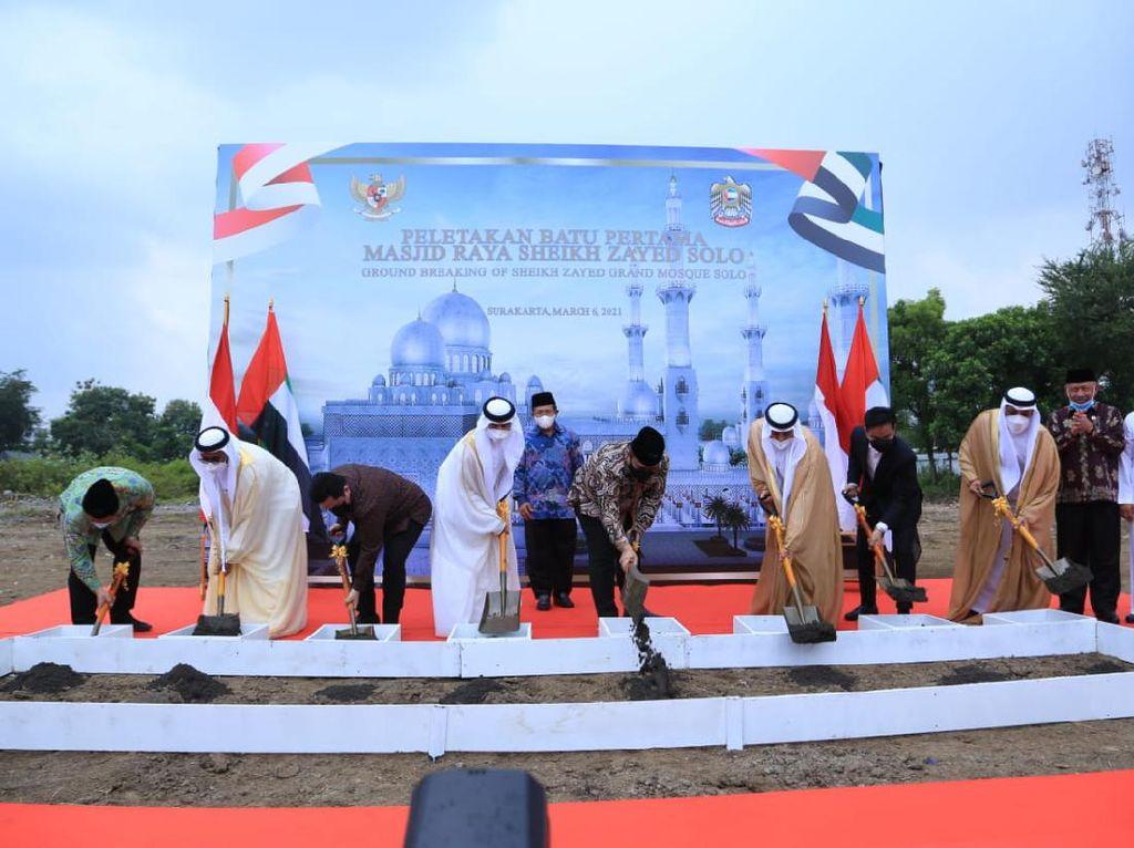 Alhamdulillah, Masjid Agung Sheikh Zayed RI-UEA Mulai Dibangun