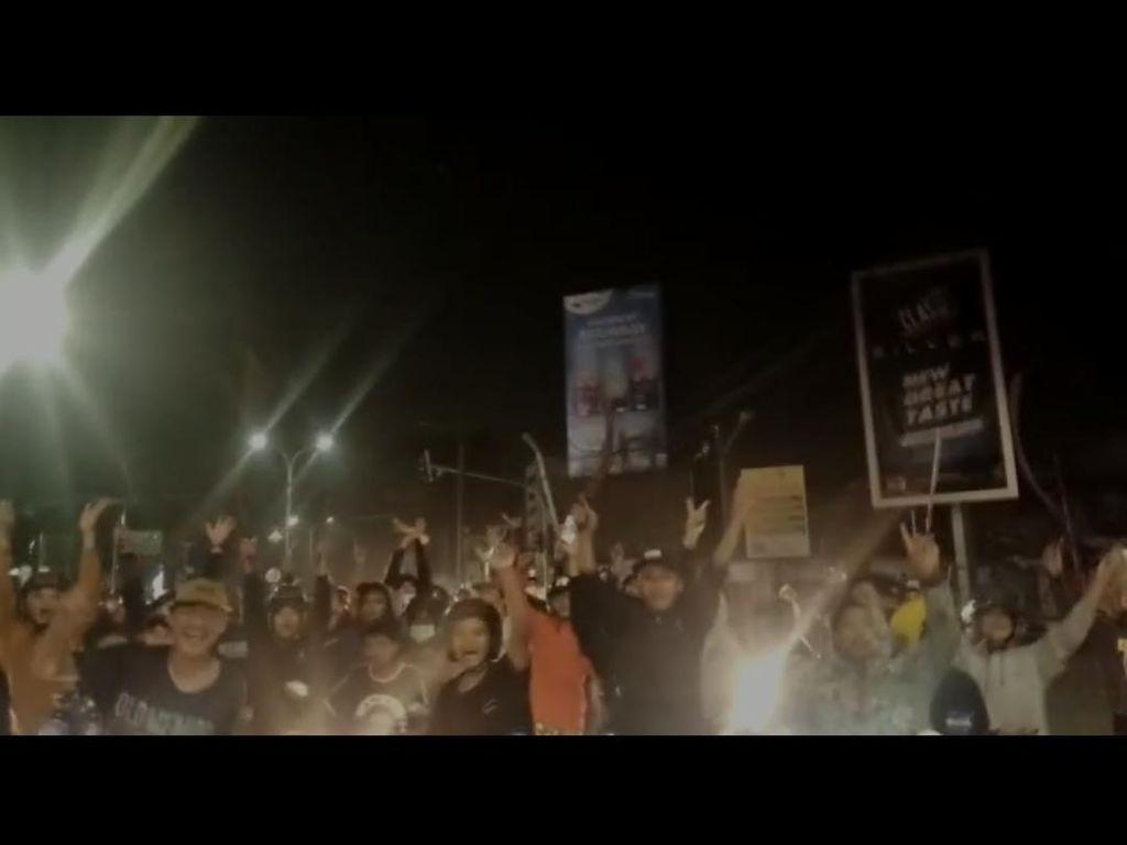 Gerombolan Remaja Acungkan Celurit di Jalanan Serang, Polisi Bergerak